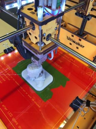 3D printing a kid in glow-in-the-dark plastic